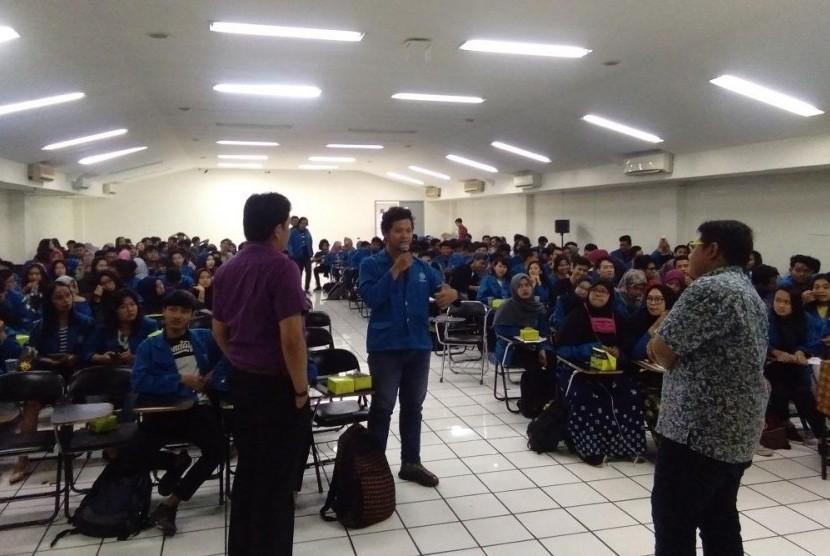 Mahasiswa Fakultas Teknologi Informasi UBSI antusias mengikuti seminar Web Developer.