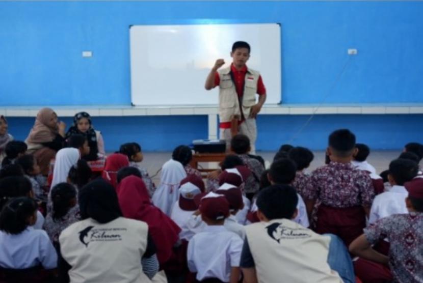 Mahasiswa KKN Tematik Tanggap Bencana UIN Sunan Kalijaga (Suka) Yogyakarta menggelar edukasi bencana kepada siswa Sekolah Dasar Negeri  Kiluan satu dan SMP Satu Atap Kiluan Negeri, Kecamatan Kelumbayan, Tanggamus.