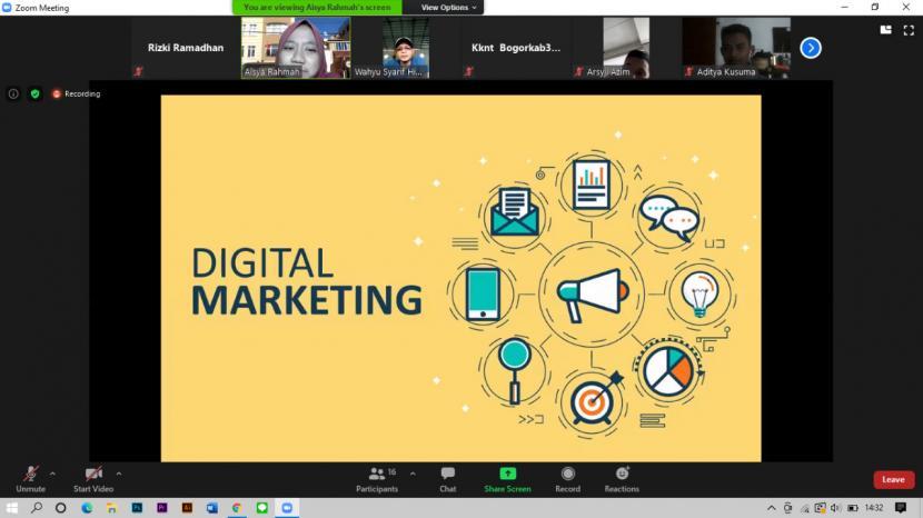 Mahasiswa Kuliah kerja Nyata Tematik (KKNT) IPB University menggelar webinar digital marketing yang diikuti UMKM di Desa Benteng, Bogor (ilustrasi)