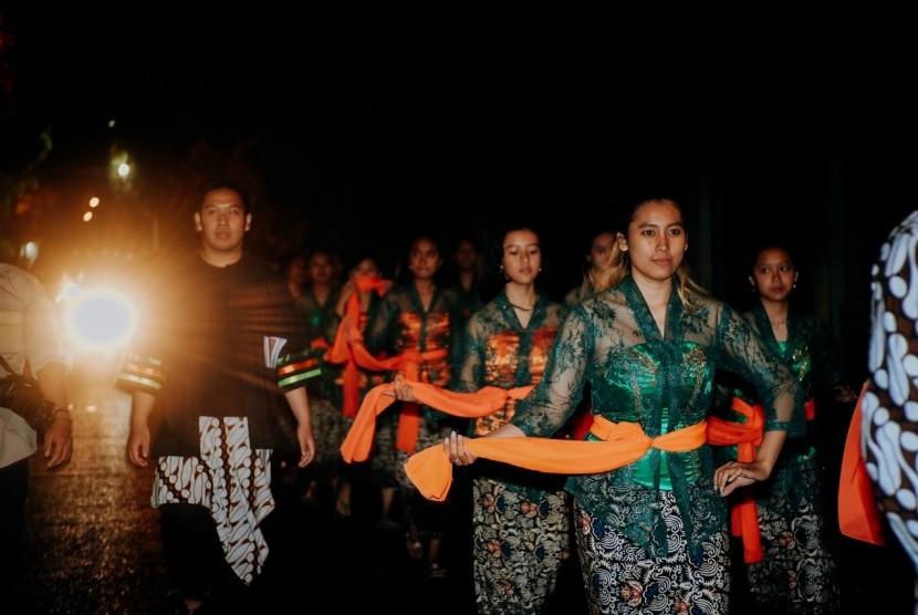 Mahasiswa praktikum //Public Relations//, Universitas Muhammadiyah Malang (UMM), Analogi Project, menginisiasikan program pelestarian budaya lokal pada alat tradisional, pentongan.