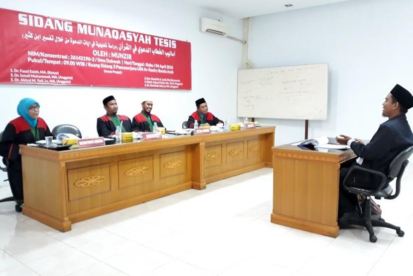 Mahasiswa S2 Ilmu Dakwah UIN Ar-Raniry, Banda Aceh,  melaksanakan sidang tesis dalam bahasa Arab, Rabu (4/4).