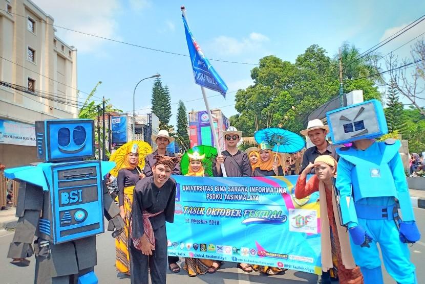 Mahasiswa UBSI PSDKU Tasikmalaya ikut serta meriahkan peringatan hari jadi Kota Tasikmalaya.