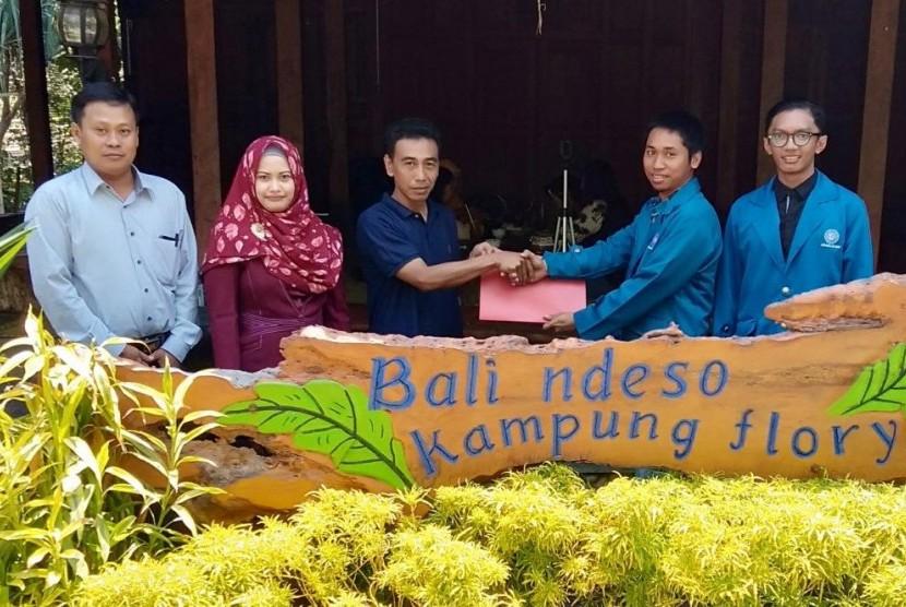Mahasiswa UBSI Yogyakarta memberikan hibah aplikasi mobile booking kuliner.