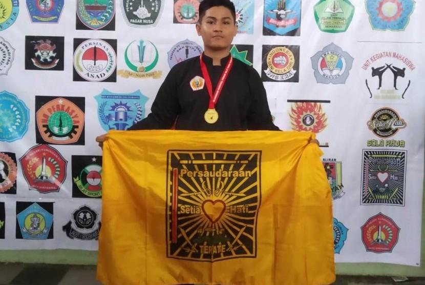 Mahasiswa UBSI Tegal berhasil meraih medali emas pada Kejuaraan Pencak Silat Tingkat Nasional.