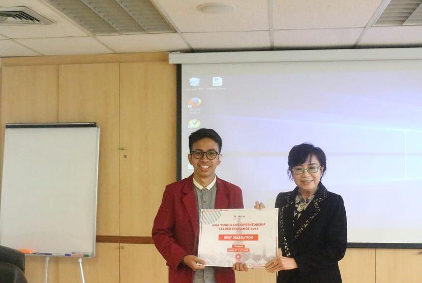 Mahasiswa Universitas Muhammadiyah Malang (UMM) terpilih sebagai Best Delegates Asia Young Sociopreneurship Leader Exchange di Thailand.