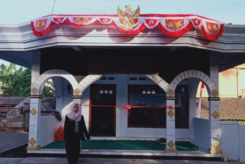 Mahasiswa Universitas Muhammadiyah Malang (UMM) yang tergabung dalam kelompok Kuliah Kerja Nyata (KKN) 114 meresmikan Rumah Kebhinnekaan di daerah Punden Ki Hajar Seguh, Dusun Sebaluh, Pujon, Malang.