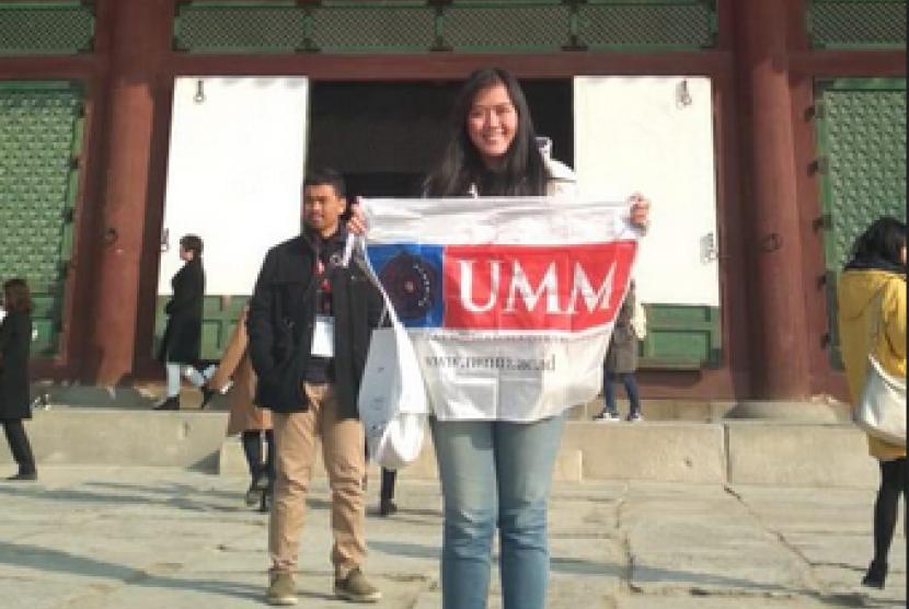 Mahasiswi Prodi Hubungan Internasional Universitas Muhammadiyah Malang  (UMM), Miarti Amanah Riesky berhasil membawa isu perundungan di Indonesia  ke Korea Selatan.