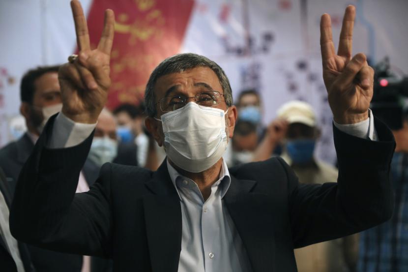 Pemilu Iran Dinilai Ahmadinejad Adalah Kesalahan. Foto:   Mahmoud Ahmadinejad, Rabu (12/5)