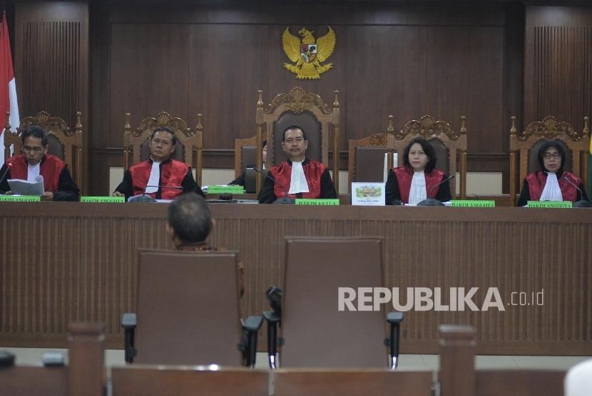 Majelis Hakim membacakan putusan dalam sebuah persidangan (ilustrasi)