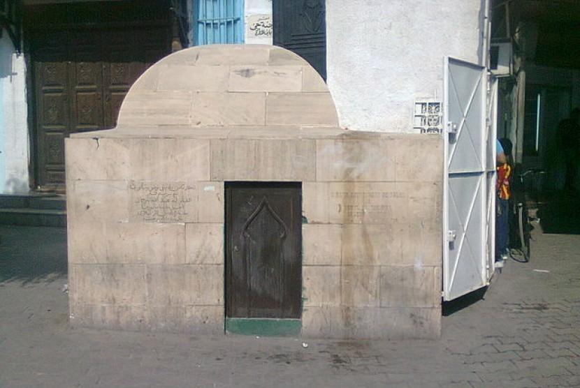 Makam Anselm Tormeeda