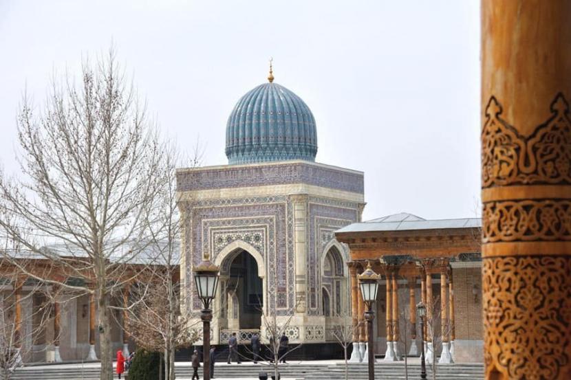 Beragam tudingan ditujukan kepada Imam Bukhari tapi tak terbukti. Makam Imam Bukhari