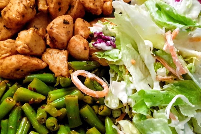 Makan Sehat. Jangan salah mengira kalau makan sehat berarti hanya makan sayur dan buah saja.