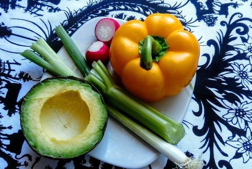 Makan Sehat. Praktik makan sehat bisa dilakukan mulai dari usia dini hingga seumur hidup.