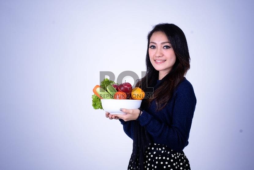 Makan yang lebih sehat bisa tercapai dengan berbagai cara, salah satunya dengan menjaga apa isi dalam kulkas dan menatanya dengan tepat hingga memudahkan Anda hidup sehat.