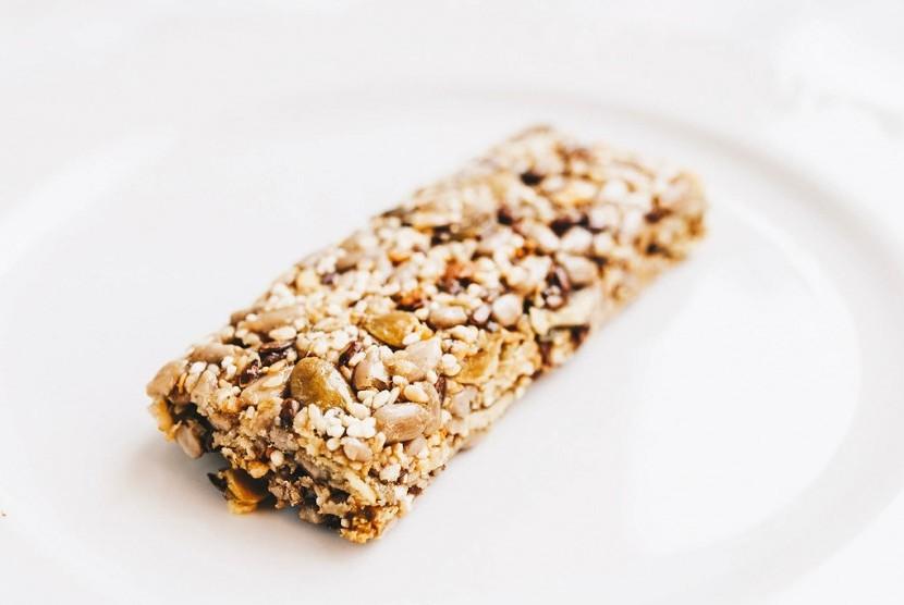 Makanan berenergi seperti energy bar kerap disukai atlet atau olahragawan.