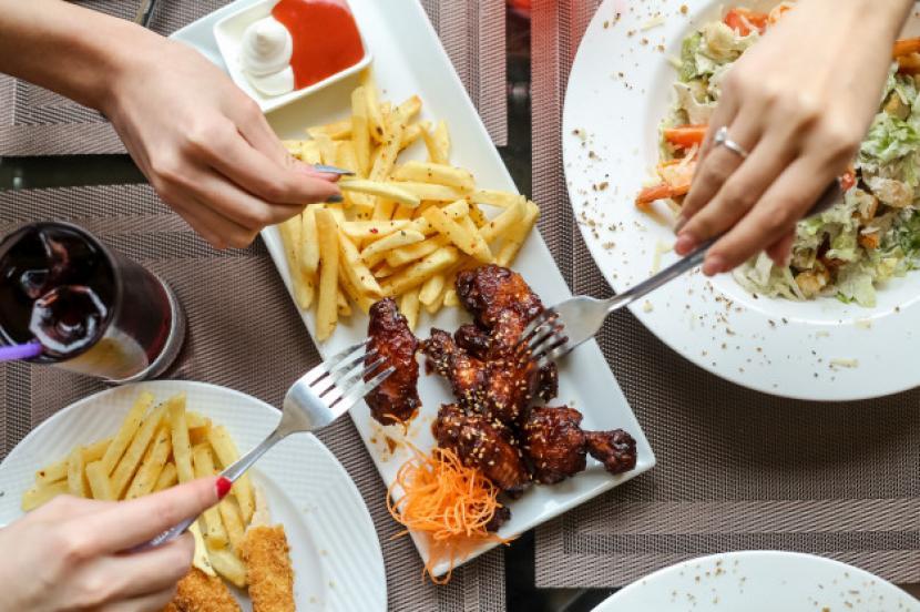 Rasulullah SAW mengajarkan sejumlah adab saat hendak makan. Ilustrasi makan