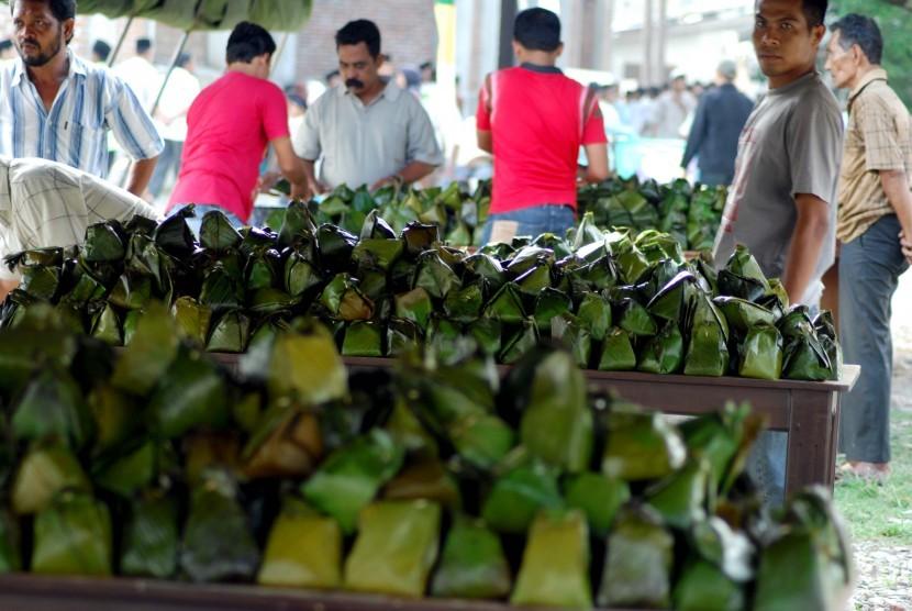 Makanan dibungkus daun pisang yang lebih ramah lingkungan.