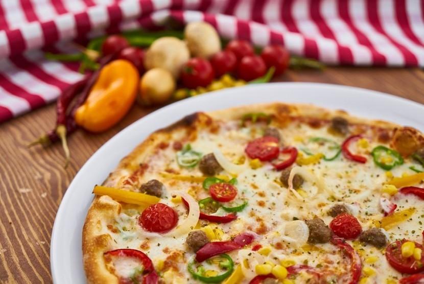 Makanan Italia. Piza merupakan makanan Italia yang ada di hampir seluruh dunia.