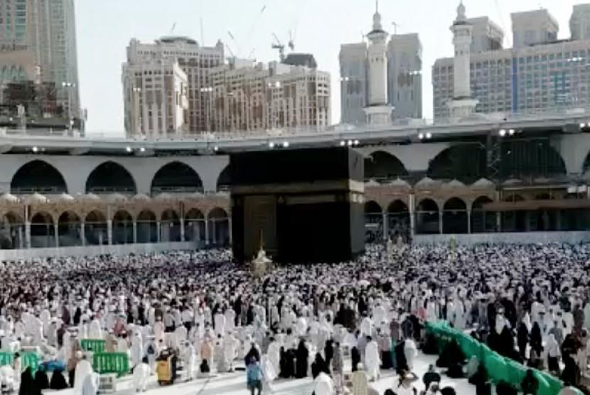 lantunan adzan mekkah