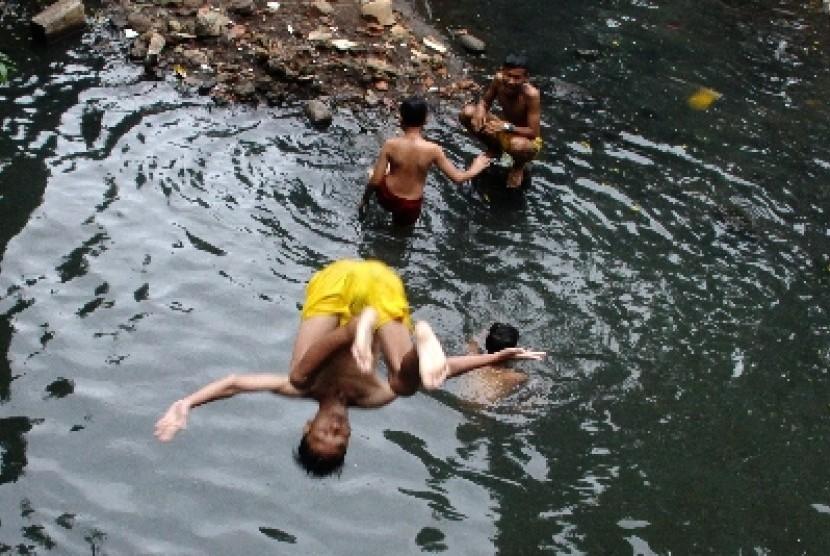 Berendam di Sungai