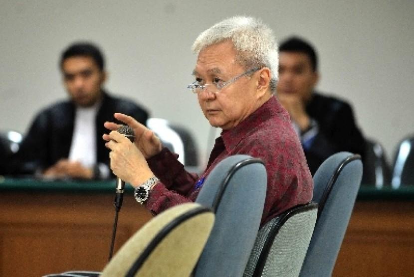Mantan Direktur PT Masaro Radiokom, Anggoro Widjojo menjalani persidangan dengan agenda pemeriksaan terdakwa kasus dugaan suap pengadaan Sistem Komunikasi Radio Terpadu (SKRT) di Departemen Kehutanan di Pengadilan Tipikor Jakarta, Rabu (11/6).