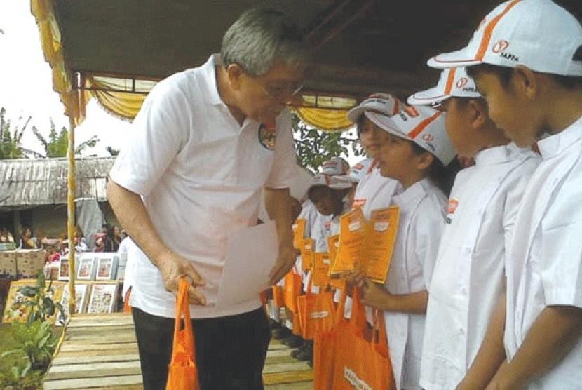 Mantan Menteri Pertanian Bungaran Saragih. Bungaran mengapresiasi langkah Kementan dalam menstabilkan harga gula pasir.