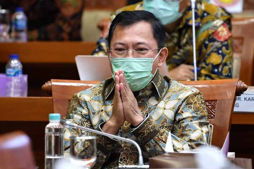 Mantan Menteri Kesehatan Terawan Agus Putranto mengikuti rapat kerja dengan Komisi IX DPR di Kompleks Parlemen, Senayan, Jakarta, Rabu (10/3/2021). Rapat tersebut membahas tentang dukungan pemerintah terhadap pengembangan vaksin Merah Putih dan vaksin Nusantara.