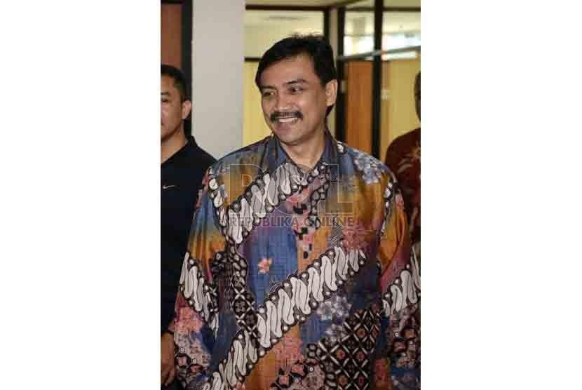 Mantan Menteri Pemuda dan Olahraga (Menpora) Andi Alfian Mallarangeng bersiap menjalani persidangan dengan agenda pembacaan putusan di Pengadilan Tindak Pidana Korupsi, Jakarta, Jumat (18/7).(Republika/Agung Supriyanto).