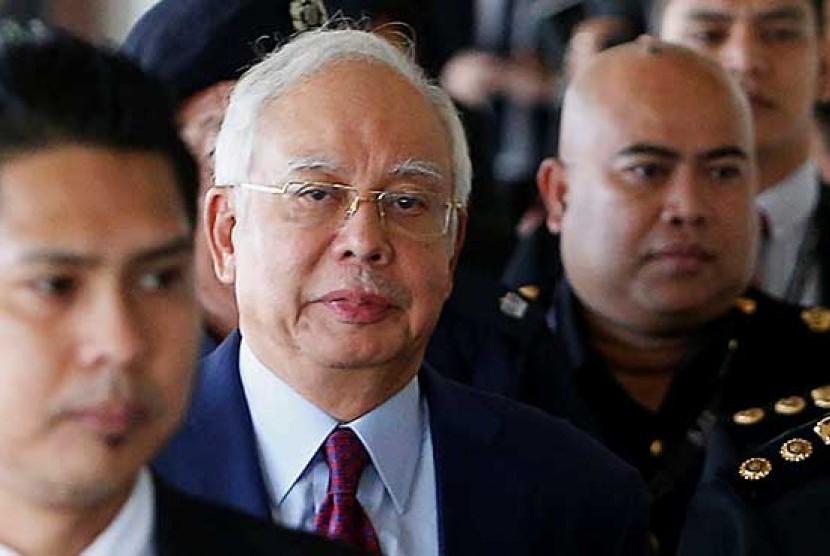 Mantan Perdana Menteri Malaysia, Najib Razak menjalani sidang dakwaan di pengadilan, Rabu (4/7).