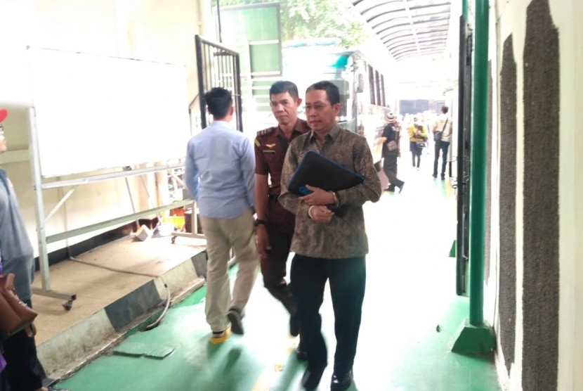 Mantan Plt. Ketua Umum PSSI Joko Driyono tiba di Pengadilan Negeri Jakarta Selatan untuk menjalani sidang lanjutan kasus pengaturan skor. Kamis (9/5).