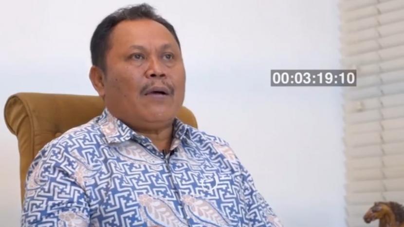 Mantan politikus Partai Demokrat yang dicopot dengan tidak hormat, Jhoni Allen Marbun masih menjadi anggota DPR Fraksi Demokrat.