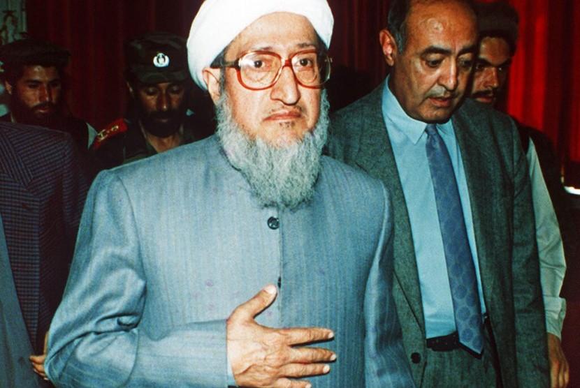 Mantan presiden Afghanistan Sibghatullah Mujadidi pada 29 April 1992 di Kabul, Afghanistan. Mujadidi meninggal dunia pada Selasa (12/2) dalam usia 93 tahun.