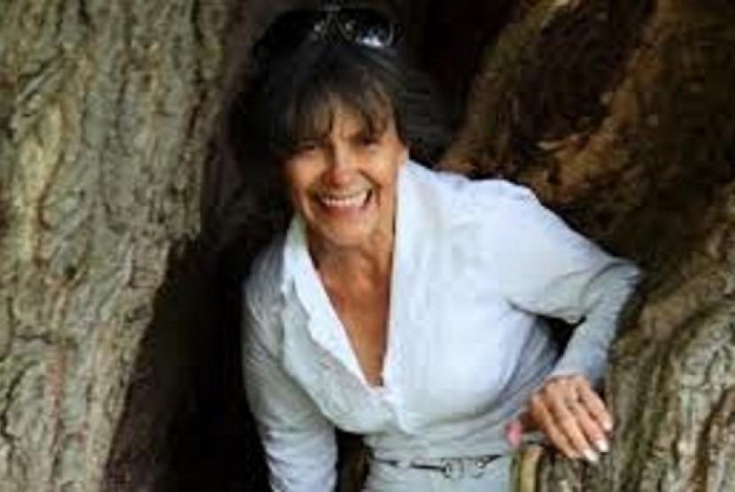 Marina Chapman, wanita yang mengaku dibesarkan monyet di hutan Kolombia.