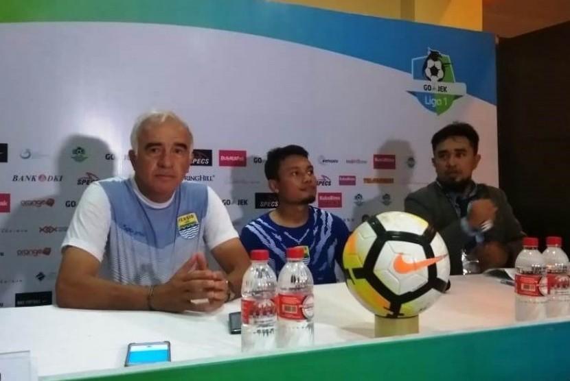 Mario Gomez (kiri).