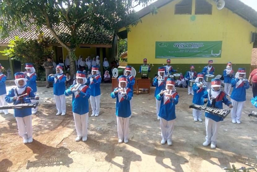 Masa ta'aruf siswa madrasah (Matsama) MTsN 1 Bogor, salah satunya diisi dengan menampilkan sejumlah kegiatan ekstra kurikuler kepada siswa baru, Rabu (18/7).