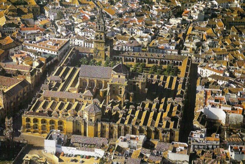 Masjid Agung Cordoba yang kini jadi katedral.