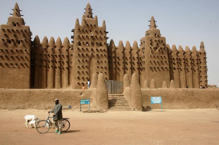 Masjid Agung Djenne di Mali. Masjid bersejarah ini terbuat dari lumpur.