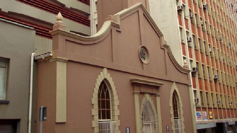 Masjid Al Akbar atau dikenal dengan Masjid Grace Street di Eastern Cape, Afrika Selatan