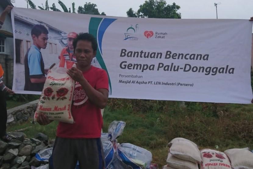 Masjid Al Aqsho Bandung memberikan bantuan untuk warga terdampak gempa Palu.