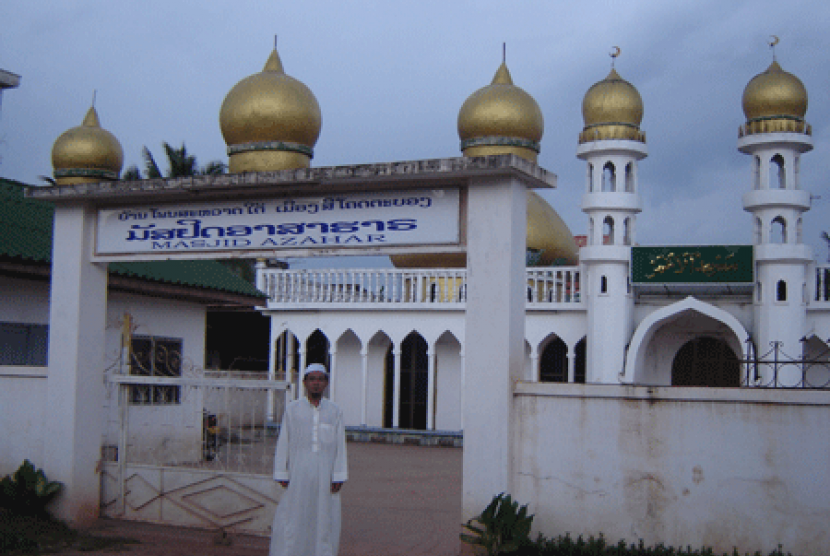 Masjid Al-Azhar di Vientiane, Laos.