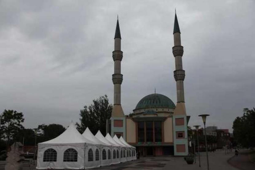 Masjid Al Fatih Belanda (Onislam.net)