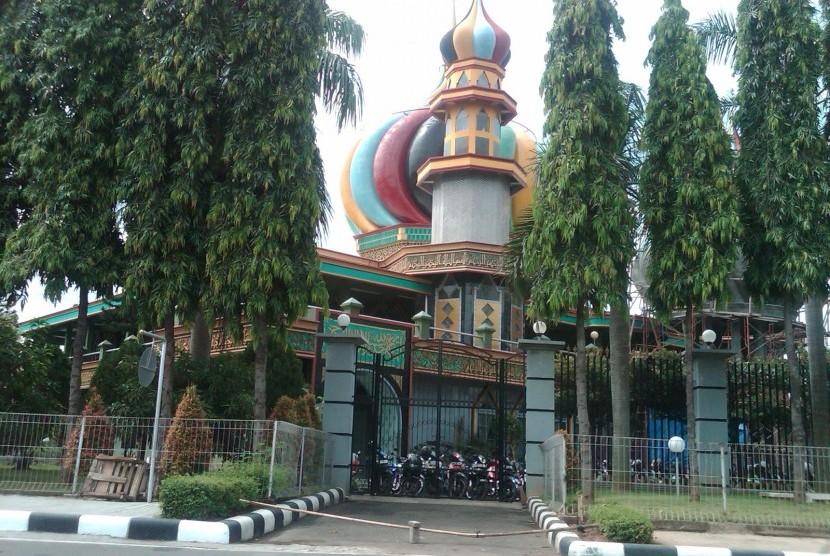 Filosofi Taman Dan Hiasan Kaligrafi Masjid Al Furqon