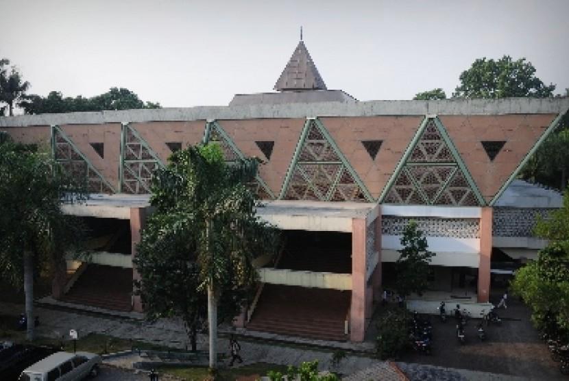 Masjid Al-Hurriyah kampus IPB, Bogor.