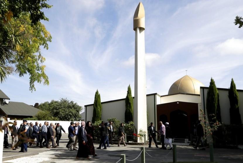 Masjid Al Noor, tempat 42 orang tewas dalam serangan teroris terburuk di Selandia Baru, telah dibuka kembali, Sabtu (23/3) waktu setempat.