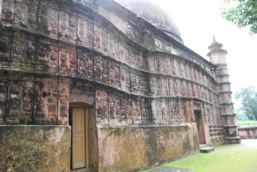 Masjid Atia, masjid berusia empat abad di Bangladesh yang mengalami kerusakan parah