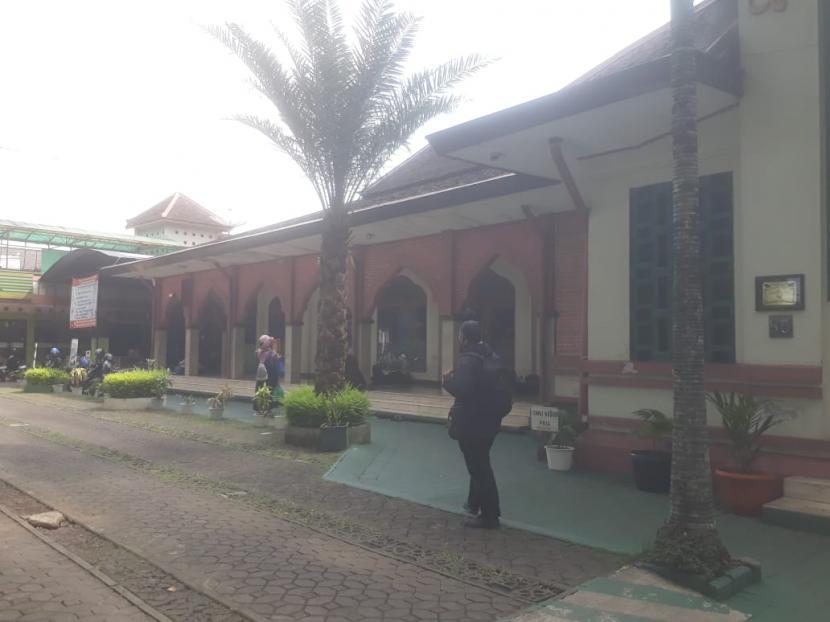 Melacak Jejak Sejarah Masjid Cipaganti Bandung. Masjid Cipaganti yang berdiri pada 1933 di Jalan Cipaganti, Kota Bandung menjadi salah satu bangunan cagar budaya yang masih berfungsi dengan baik sebagai tempat ibadah.