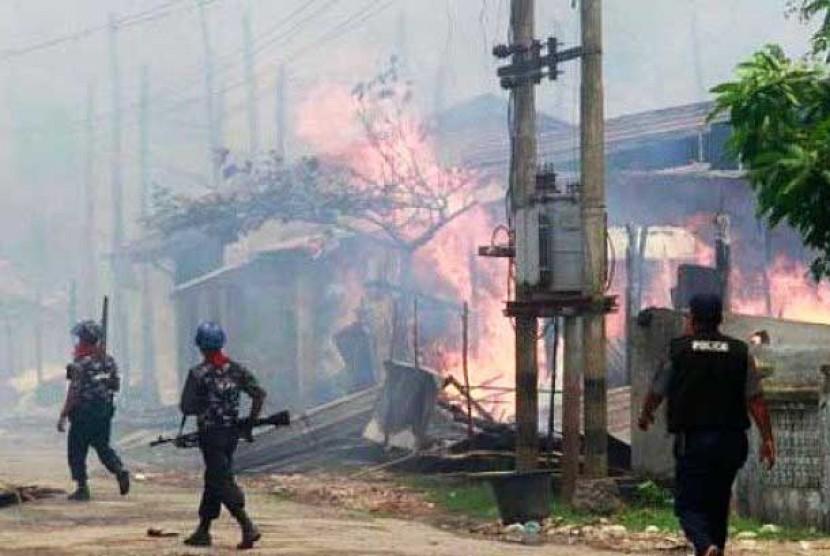 Masjid dan rumah penduduk Muslim Rohingya terus dibakar