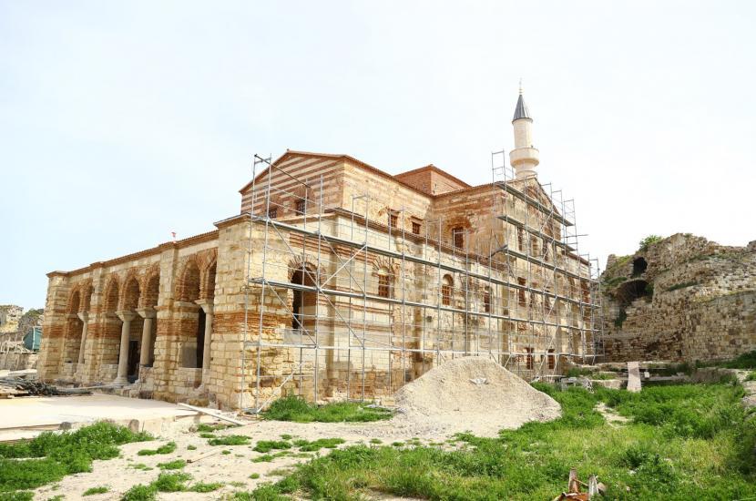 Masjid Enez Fatih di Edirne Dibuka Kembali Setelah 56 Tahun. Masjid Enez Fatih yang bersejarah di provinsi barat laut Edirne, Turki, 13 Juni 2021.