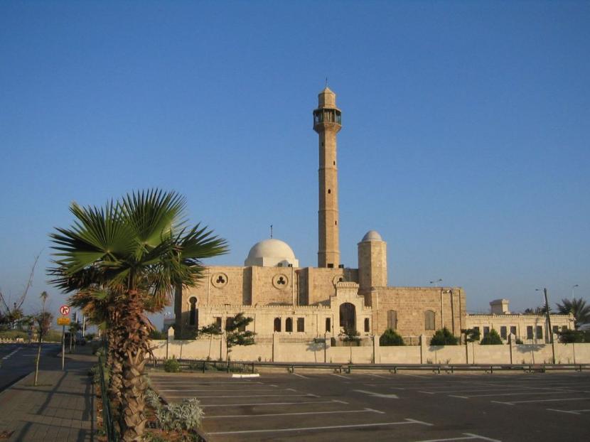 Masjid Hassan Bek atau Masjid Hasan Bey di Israel.