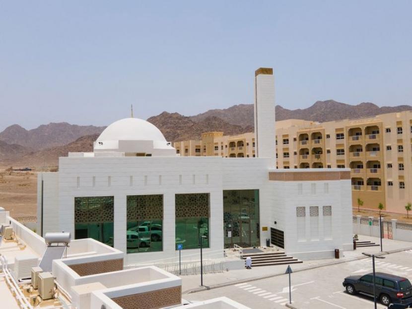 Ras Al Khaimah UEA Resmikan 15 Masjid Baru. Masjid hijau atau masjid ramah lingkungan pertama terletak di Hatta, Dubai, Uni Emirat Arab.